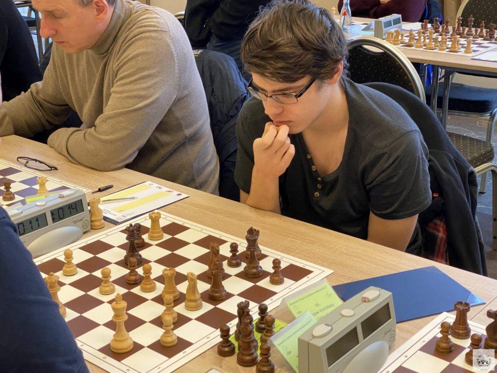 Jaroslaw spielt in Runde 3 gegen Thomas Weiland (SV Oberursel)