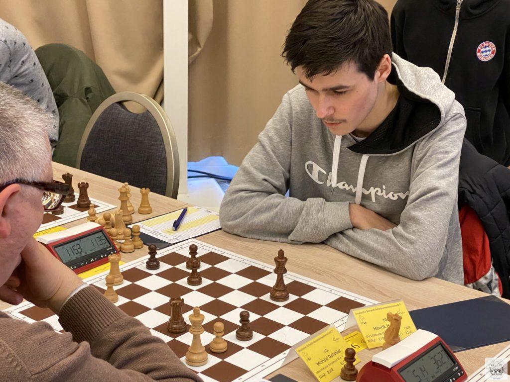 Henrik spielt in Runde 3 gegen Michael Goldblat (SF Gerresheim 86) ein Turmendspiel mit Mehrbauer