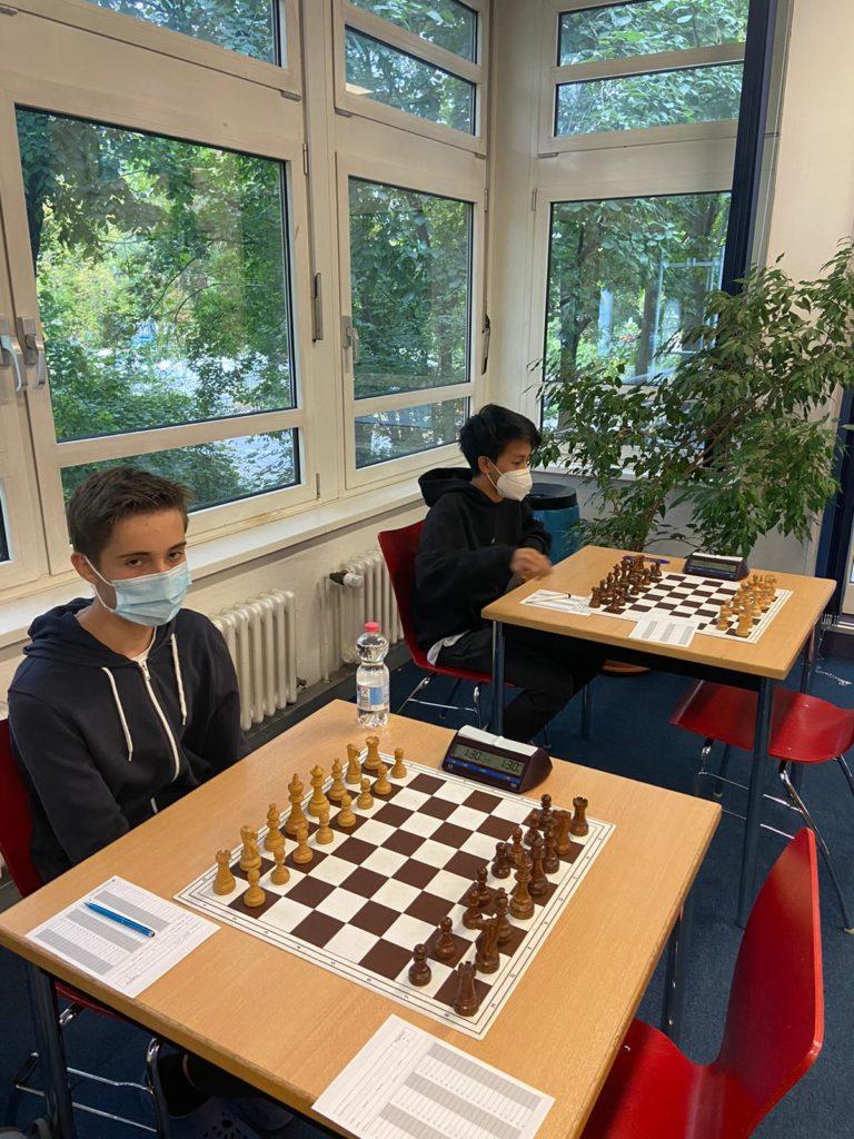 Unser Brett 1 und 2 vor dem Match gegen die Schachzwerge