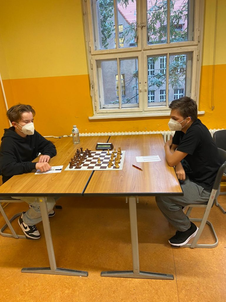 """Nico hat sich nun warm gespielt bei der NDVM u16 und machte """"kurzen Prozess"""" mit Daniel"""